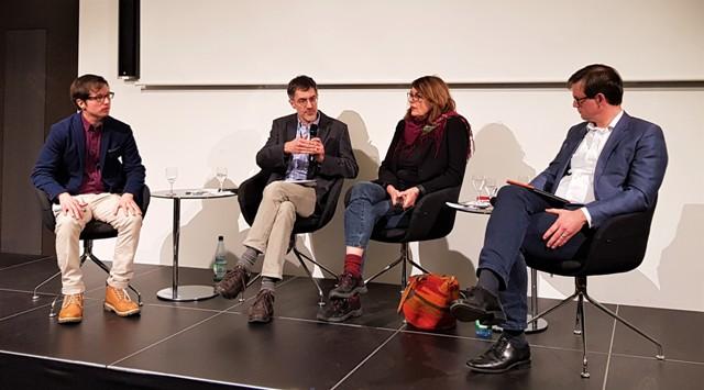 von links nach rechts: Daniel Berthold (Effektiver Altruismus, Karlsruhe), Moderator Bernd Ludermann (Welt-Sichten, Frankfurt), Katja Maurer (Medico International, Frankfurt), Steffen Weber (Weltladen-Dachverband e.V., Mainz)