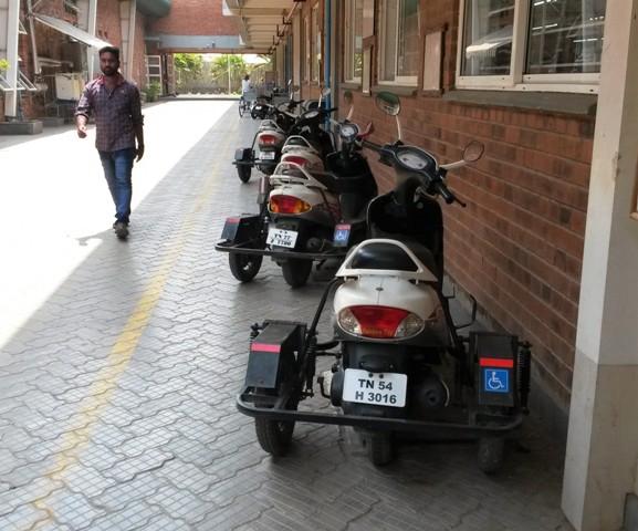 Parkplatz für die Fahrzeuge von Menschen mit Behinderung